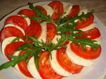 Помидоры по-милански / Mozarella cheese, tomatoes, ruccola and frisee salads  with Italian dressing