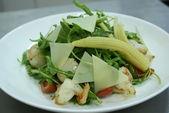 Руккола с креветкой и гребешком / Ruccola salad with fried prawn and scallops