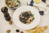 Черная паста с мясом краба в сливочным соусом Black pasta with  with scrab meat
